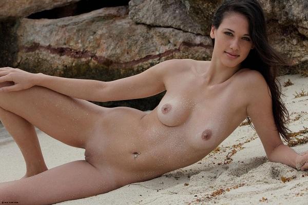 Jeune escort boy femme cougar Bron ? Tesnime, 27 ans
