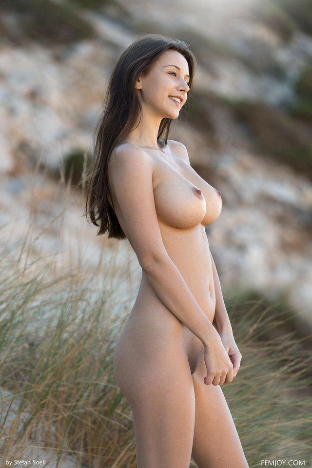 Jolie call girl premium Rhône , Elyne, 21 ans
